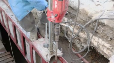Worker drills metalware — Stock Video