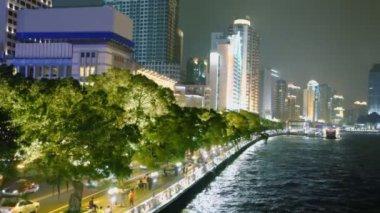 People walk by quay of Guangzhou — Stock Video
