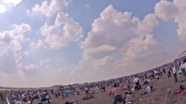 VVS planes fly over spectators on air show — Stock Video