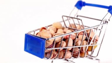 Small shopping cart with pistachios — Stock Video