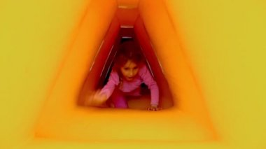 Girl crawls through inflatable tunnel — Stock Video