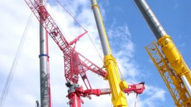 Construction cranes in exhibition center — Stock Video