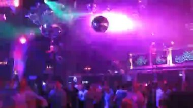 Club dance floor with people dancing — Stock Video
