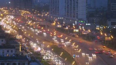 Night traffic on highway in Moscow — Vídeo Stock