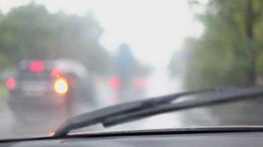 Car wiper cleans window — Stock Video