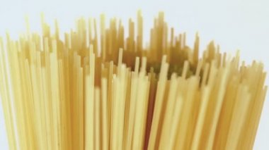 Dry yellow uncooked spaghetti — Stock Video