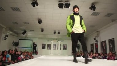 Male model on charity defile — Stock Video
