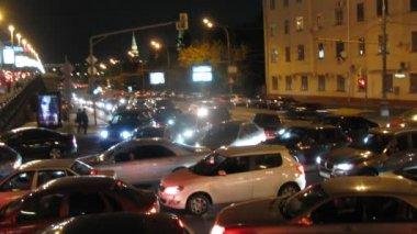 Tourist bus in traffic jam — Stock Video