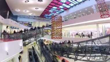 People in motion on escalators in Gagarinsky Mall — Stock Video