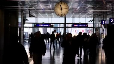 Railroad station with clock in Vienna — Stock Video