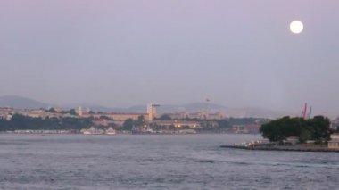 золотой рог залива и стамбул — Стоковое видео