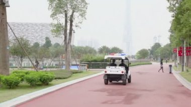Police cart rides by road — Stock Video