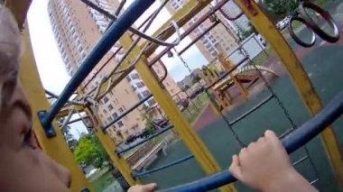 Girl rises on iron ladder — Stock Video