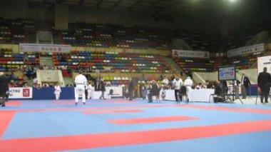 Girls of karateka participate in duel — Stock Video