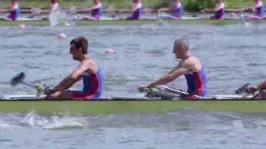 Men's teams row in kayak — Stock Video