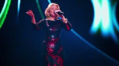 Lyubov Uspenskaya sings on concert — Stock Video
