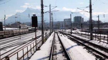Train leaves railway station — Stock Video