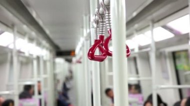 Handrail in Chinese subway train — Stockvideo