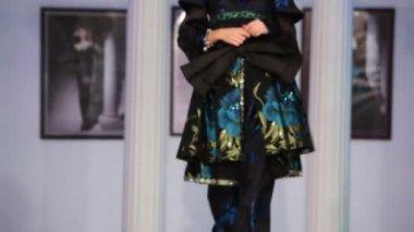 Model shows dress — Stock Video