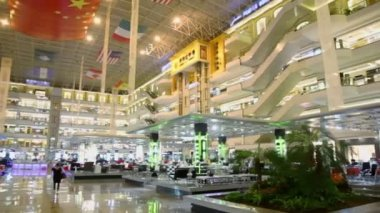 People walk in shopping center — ストックビデオ