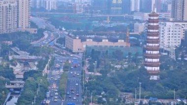Six lane street and pagoda — Vidéo