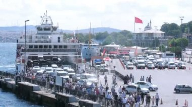 Cars leave ferry — Stock Video