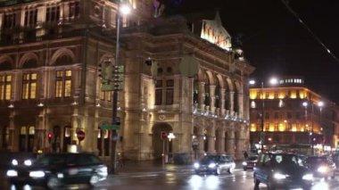 Movement of cars near Vienna opera — Stock Video