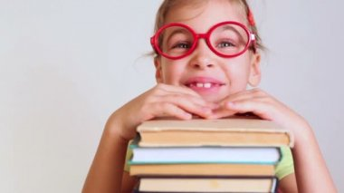 Little girl with pile of books — Stock Video