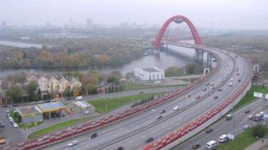 Traffic on Zhivopisny bridge — Stock Video