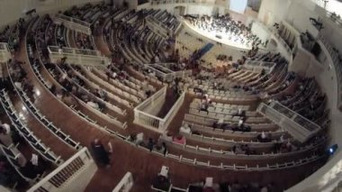 People listen to concert of classical music — 图库视频影像