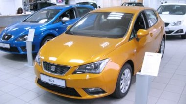 Car Seat Ibiza stands in motor show — Stock Video