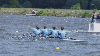 Men's team row in kayak — Stock Video
