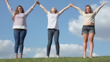 Three young girls hold hands — Stock Video