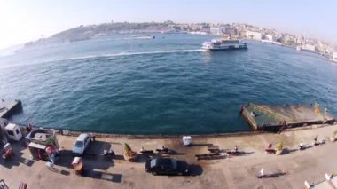 Ships float on gulf of Istanbul — Stok video