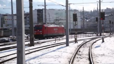 Red locomotive goes at railway station — Stock Video
