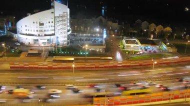 Night traffic on bridge — Stock Video