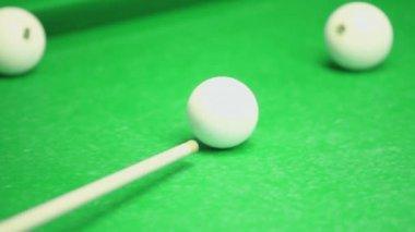 Cue beats billiard ball — Stock Video