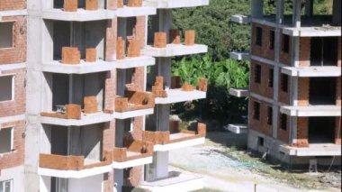 Workers erect balconies — Stock Video