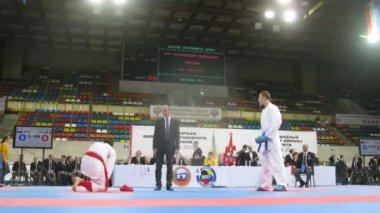 Two karatekas participate in duel — Stock Video