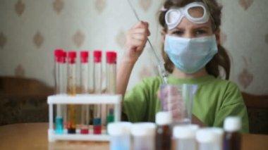 Little girl cleans chemical tube — Stock Video