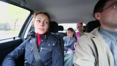 Family ride in car — Stock Video