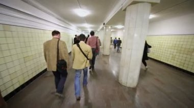 People walk by tunnel of metro station — Stock Video