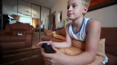 Young boy plays video game — Stock Video