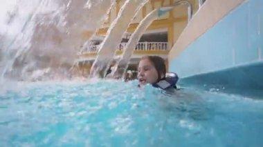 Happy girl swims in pool — Stock Video
