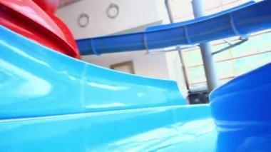 Man rides on blue aqua slide — Stock Video