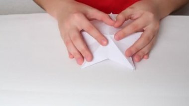 Hands folding paper in geometrical shapes — Stock Video