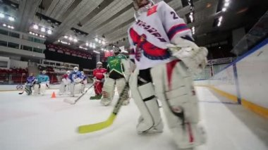 Hockey goalkeepers go out from ice — Stock Video