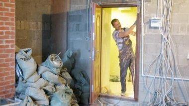 Young workers dismantling wooden door — Stock Video