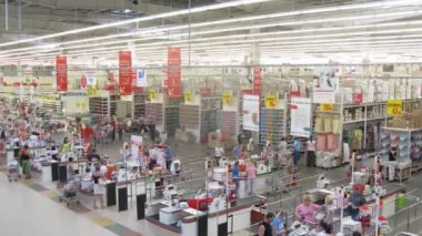 Clients paying for purchases at Auchan — Stock Video