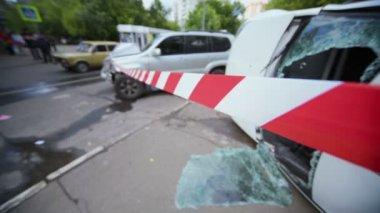 Warning ribbon near damaged cars — Stock Video